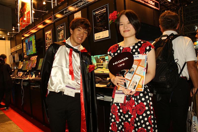 今年のテーマはミュージカルということで明るいネオンと、華美な衣装がセールスポイントとなっている