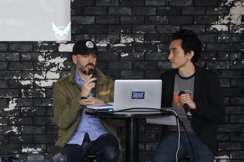 写真左がクリエイティブディレクター、ジュリアン・ギャリティ氏。右は通訳の岩本けい氏
