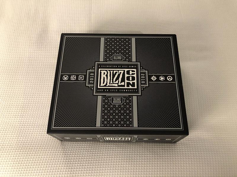 硬質の紙でできたボックス