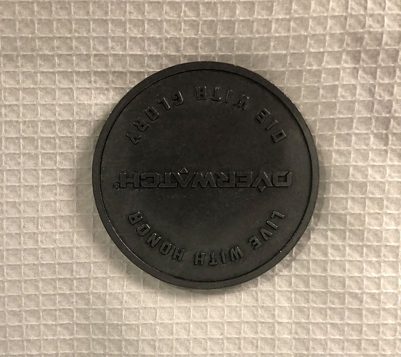 「オーバーウォッチ」はあのコインをそのまま再現。結構大きく、金属製でズッシリしている
