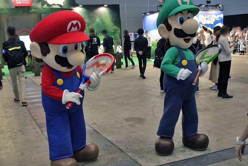 会場にはマリオやルイージ、各種キャラクターが登場することもあり、一緒に写真を撮影できる