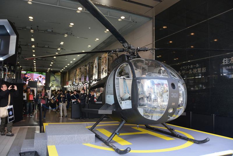 会場で目を惹く「MH-6 リトルバード」。「ヘリコプター保存協会」の協力によって組み立てられたもの