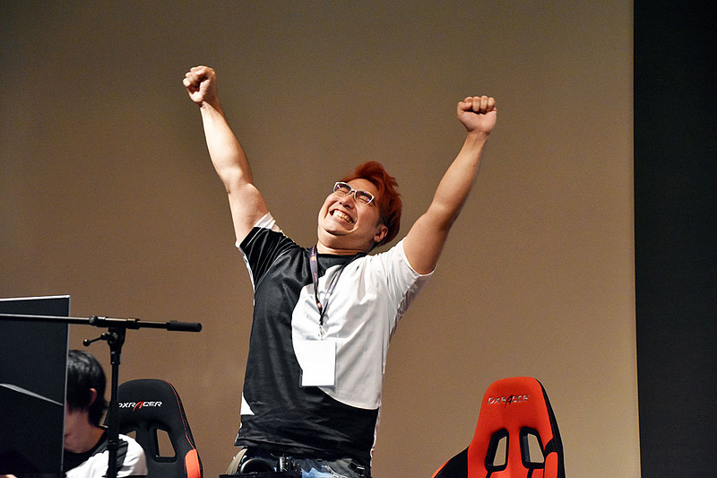 大きなガッツポーズで優勝を飾った輝Rock選手