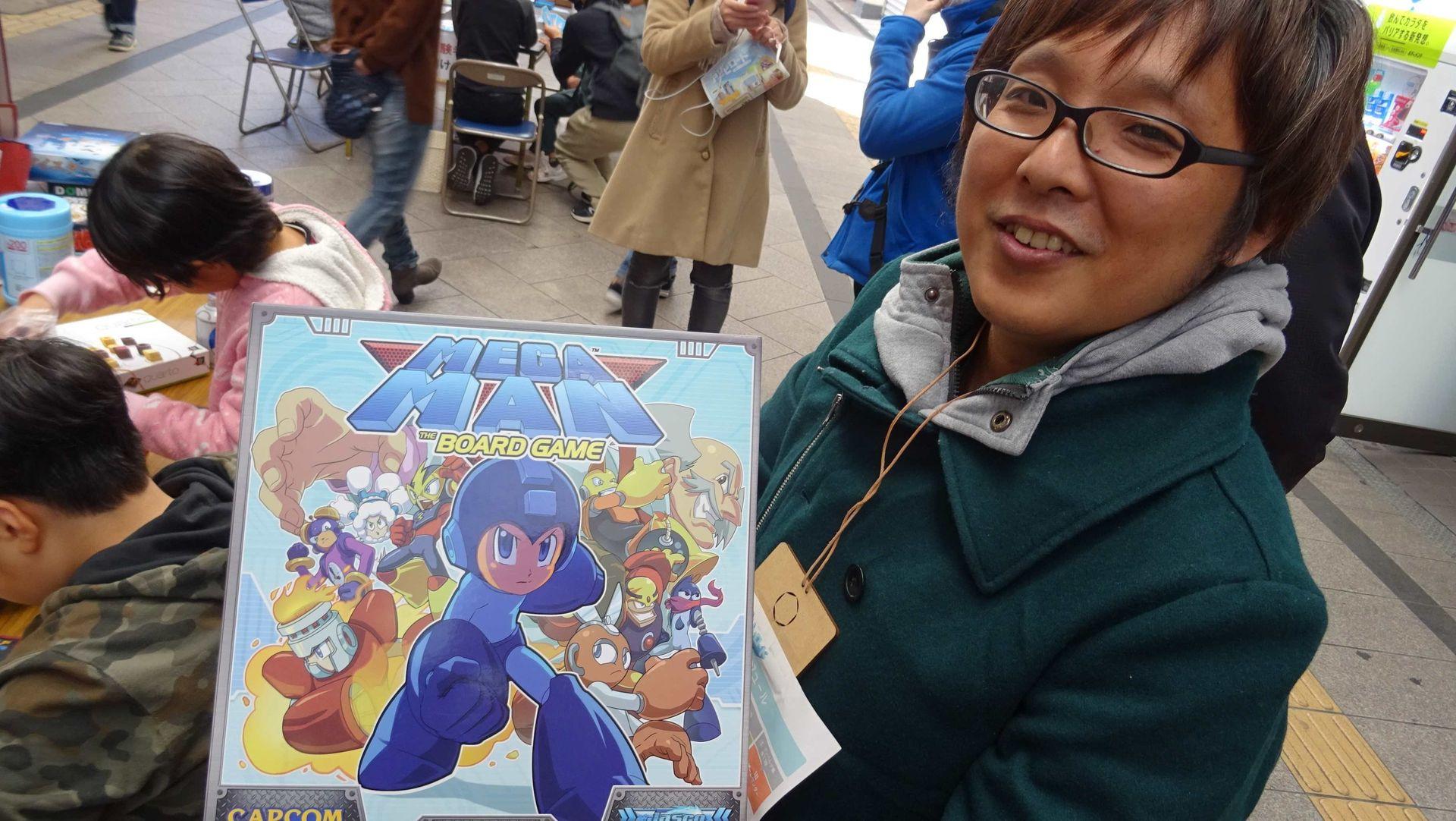 息子が次のお題に挑戦中に、ボードゲームについて色々教えてくれたスタッフで「宮崎ボドゲやろうよ実行委員会」の「せうゆ」さん。イベントに使用するゲームの選定基準などの運営についても色々教えて頂き、日本では発売されていない「MEGA MAN(ロックマン)」のボードゲームも見せて頂いた