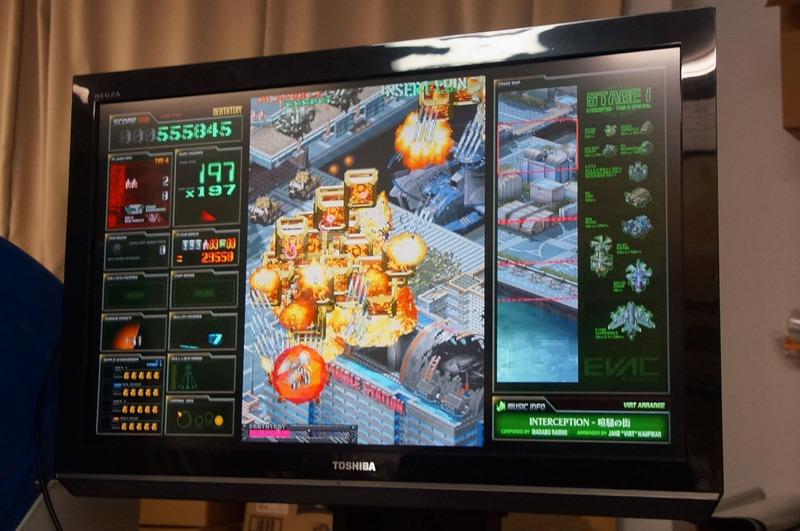デストロイシステム発動!発動時の敵弾が全て高得点となる金のDチップに変わって、自機の攻撃力もアップする
