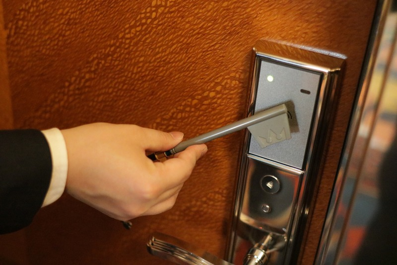 このキーブレードの先端をかざして鍵を開ける。