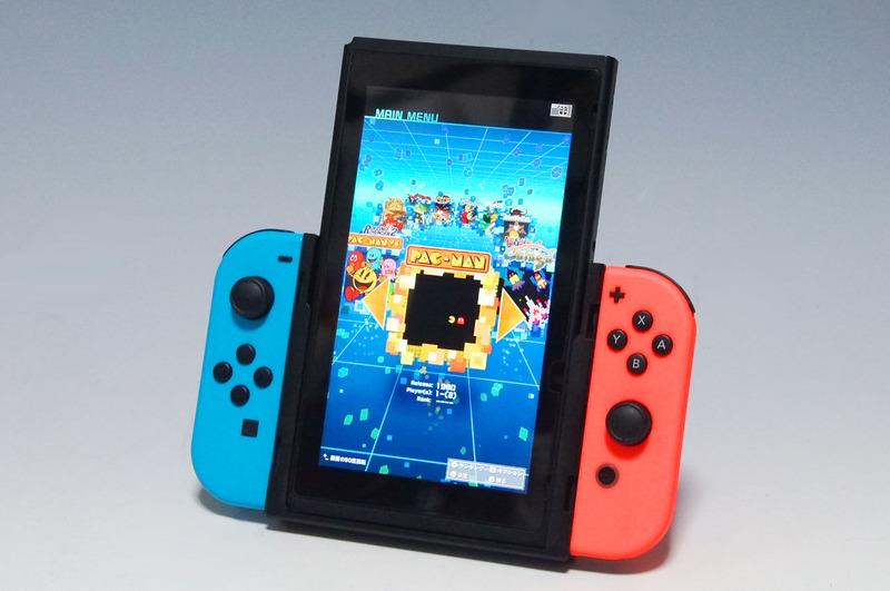 Nintendo Switch本体を差込み、Joy-Con左右を装着すれば準備完了。手軽に扱える
