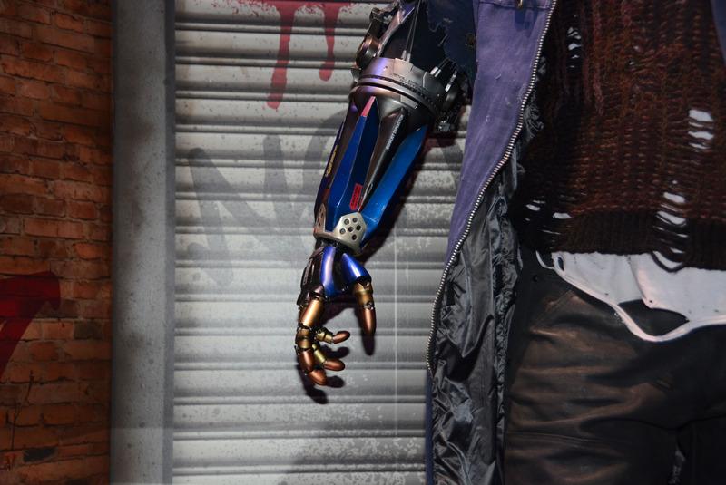 「デビル メイ クライ 5」の左腕の変形は河森氏のデザインだ
