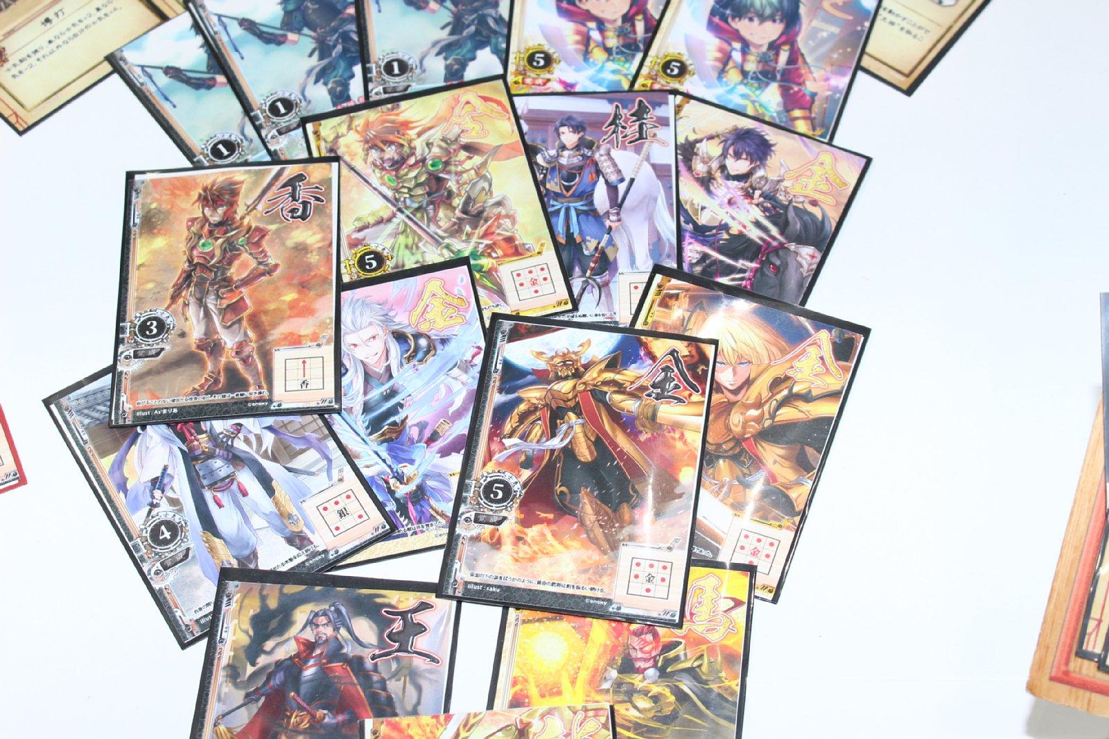 黒の軍勢の駒カードは男性武将がメイン。将棋と同じ動きをする