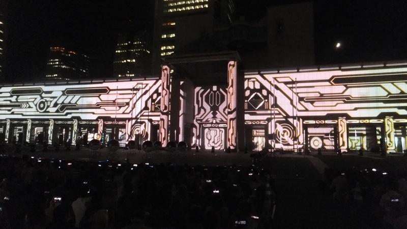 横浜美術館にプロジェクトマッピングを施し、光と音とピカチュウのダンスがコラボする