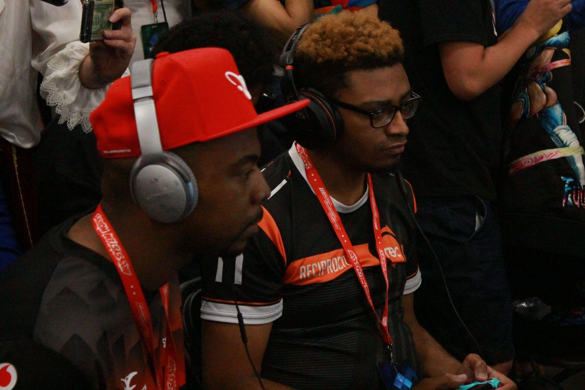 ProblemX選手(写真左)とPunk選手(写真右)