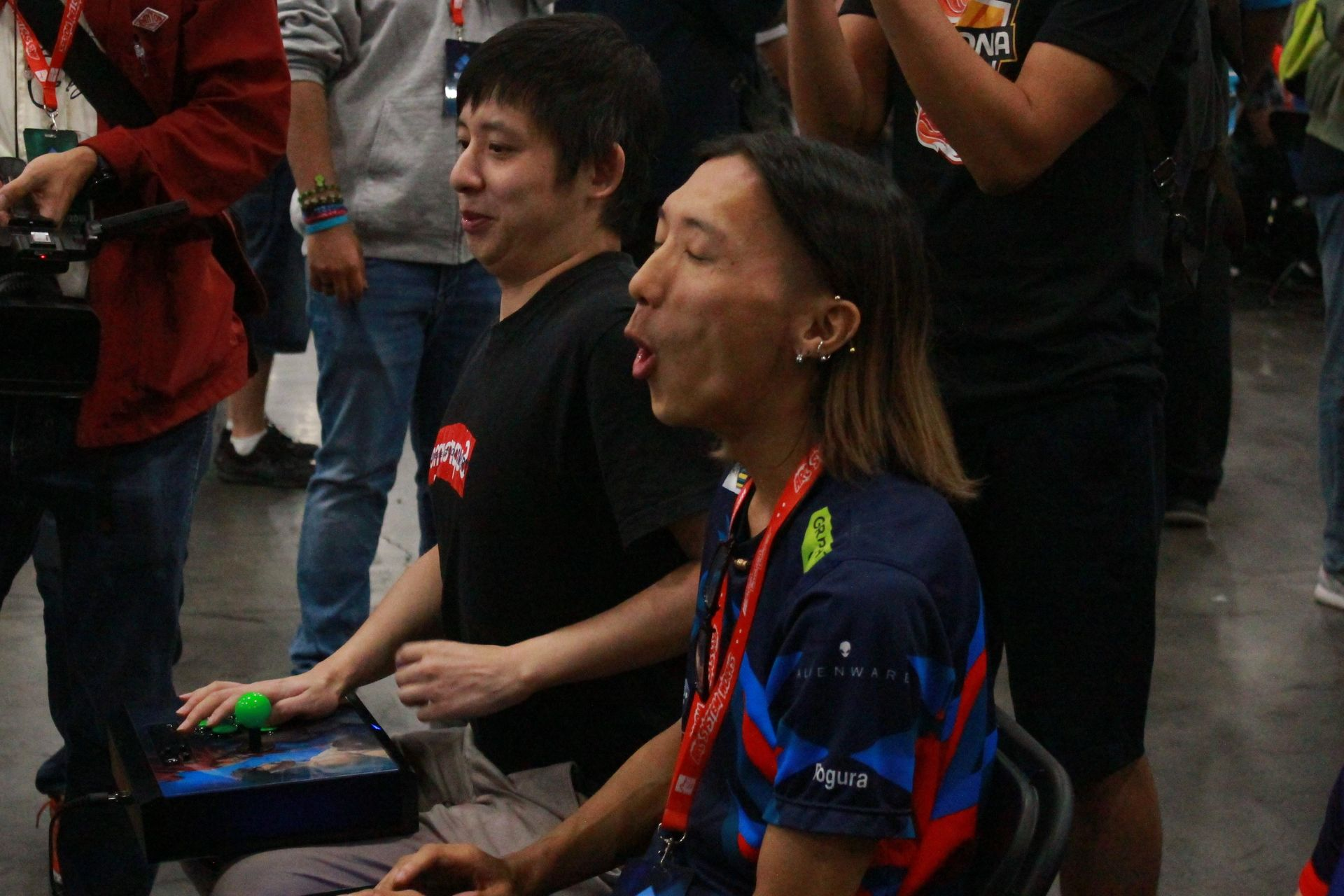 HumanBomb選手(写真左)とどぐら選手(写真右)