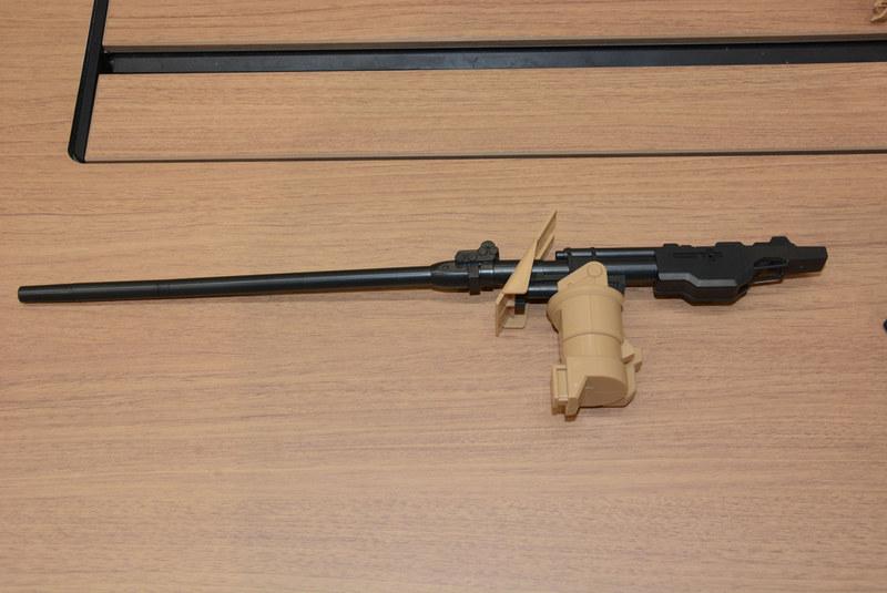 砲身は約36cm。非常に長い