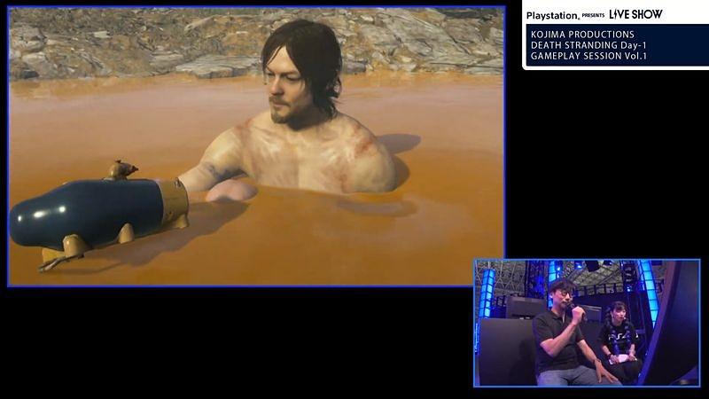 温泉に入るサムもといノーマン。コミュニケーションボタンを押すことで「ザ・ドリフターズ」の「いい湯だな」を歌ってくれる