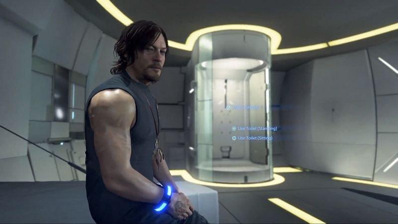プライベートルームでシャワーを浴びるノーマン。