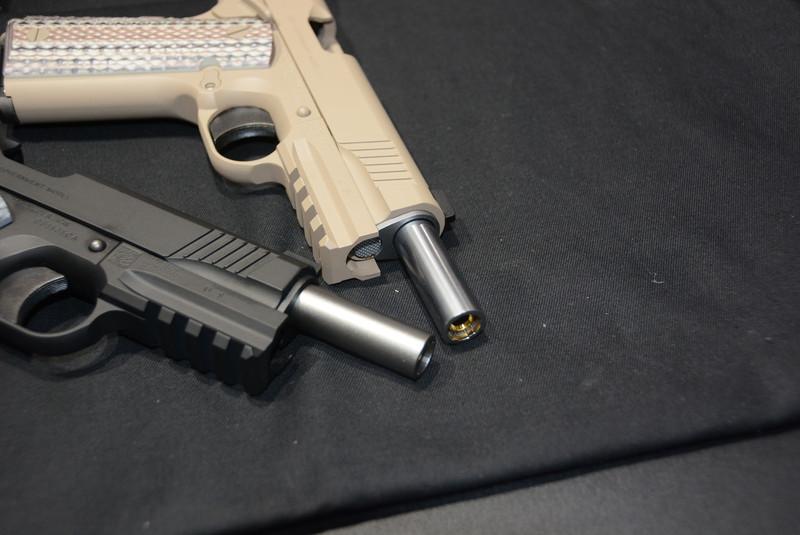 銃身もつや消しの黒が使われている