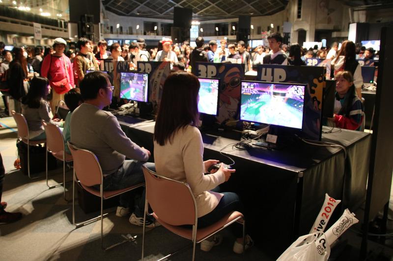 会場のファン同士でチームを組み、「サーモンラン」をプレイする「シャケ部」