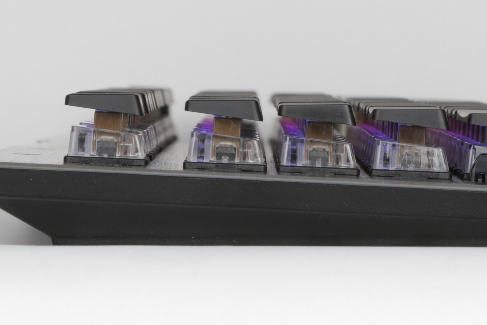 独自のメカニカルスイッチ機構「Titan Switch」を採用