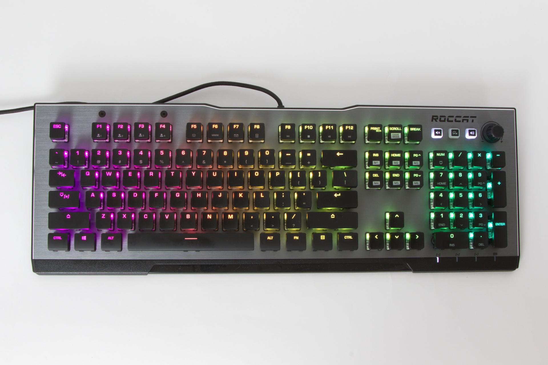 RGBは明るさを最大にしても光が上に回らないようになっており、きれいな光の変化を楽しみながら入力できる