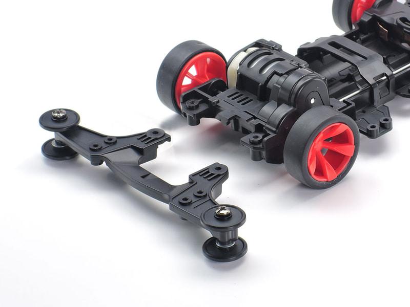 リヤローラーステーも分割が可能。ビス穴は各種FRPプレートやカーボンプレートに対応する位置に設定されている