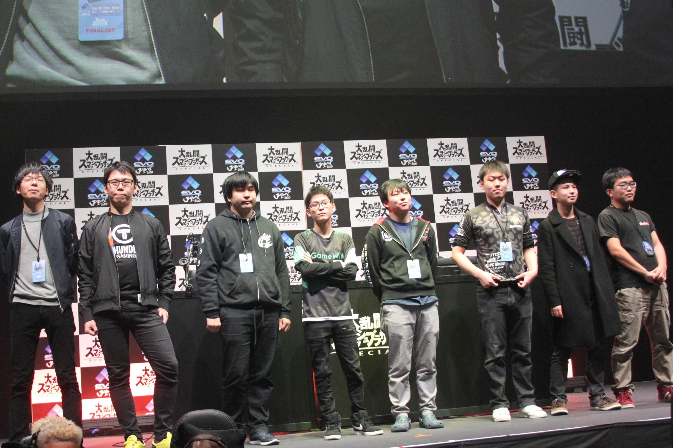 TOP8の面々。左からShky選手、Raito選手、Ken選手、Zackray選手、ぱせりまん選手、Shuton選手、Tea選手、コメ選手