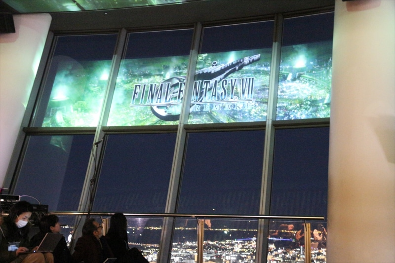 展望デッキからの夜景が映像とマッチして「FFVII」の世界を堪能できる至福の7分間