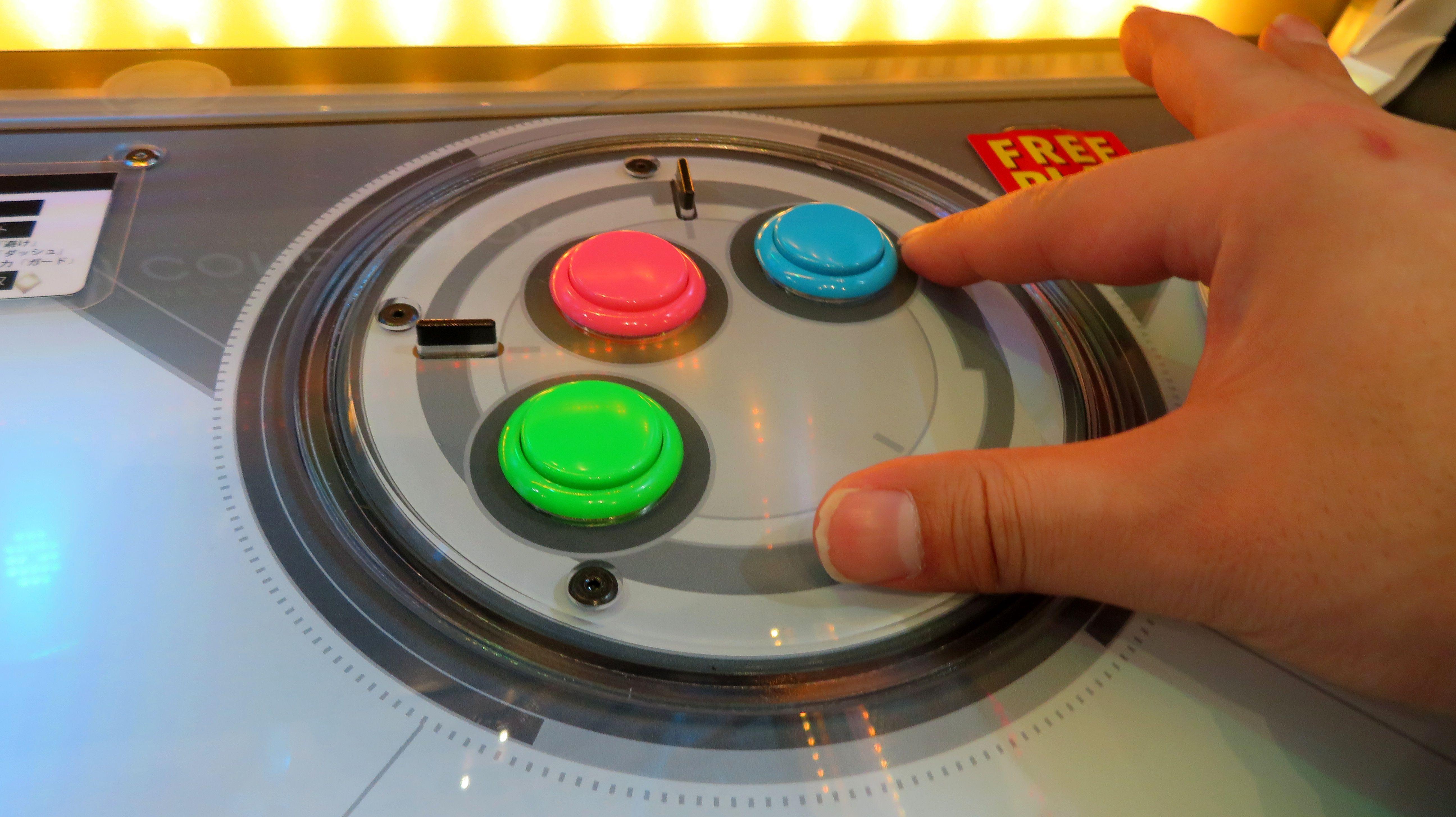 3個並んだボタン部分は、ターンテーブル式に回転させて、プレーヤー好みの位置に調節できる機能も搭載している