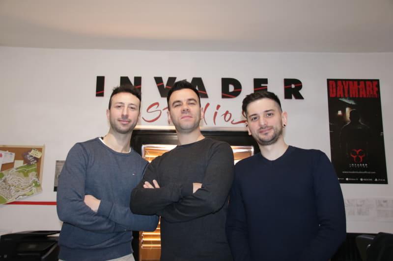 付きっきりでメディアツアーをアテンドしてくれたInvader StudiosのMichele Giannone氏(左)とAlessandro De Bianchi氏(中)、Tiziano Bucci氏(右)