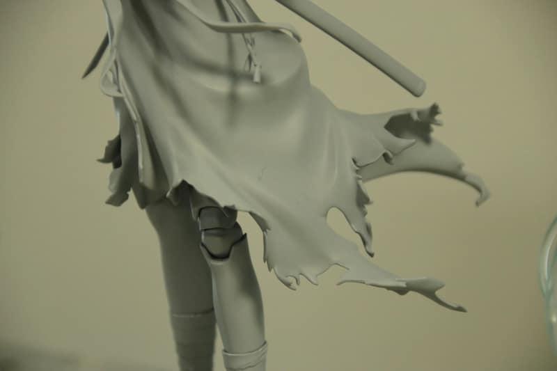 壮絶な姿とボロボロになってなびく着物が独自の存在感を放っている