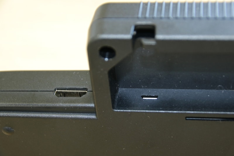 TurboGrafx-16 miniもmicroUSB端子は背面部に備えるが、本来拡張バスを備える背面の出っ張りの中にあるため、ケーブルが挿しにくくて苦労した