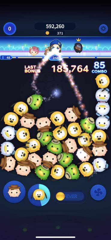 ゲーム画面上には、各プレーヤーのツム顔が表示され、順位が常にリアルタイムで変動する