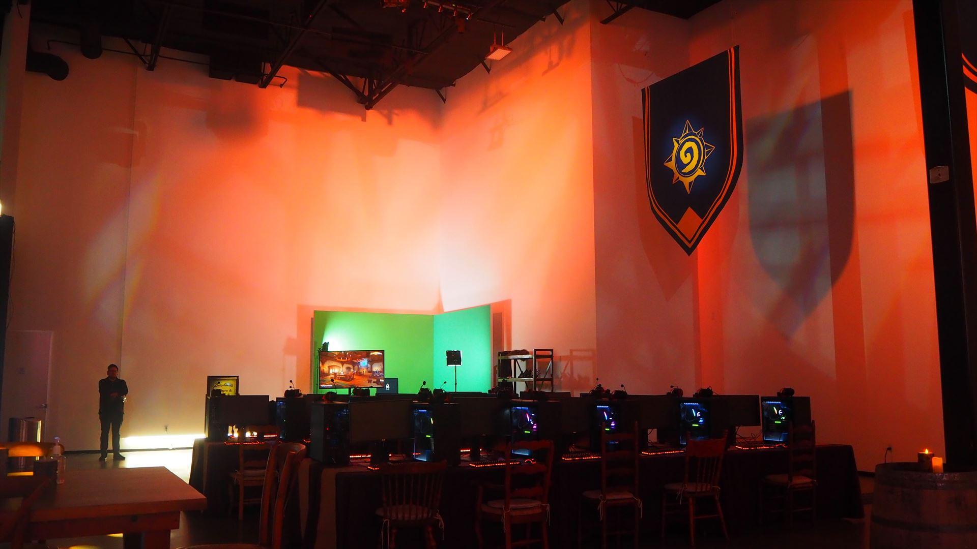 Hearthstone Summit 2020の会場には、PCが40台以上並んだ試遊スペースがあり、じっくり新環境の試遊ができた