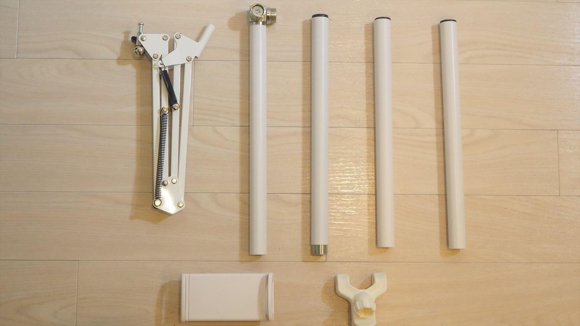 サンコーの「スマホ・タブレット用超強力アームスタンド」のパーツ。工具不要で簡単に組み立てられる