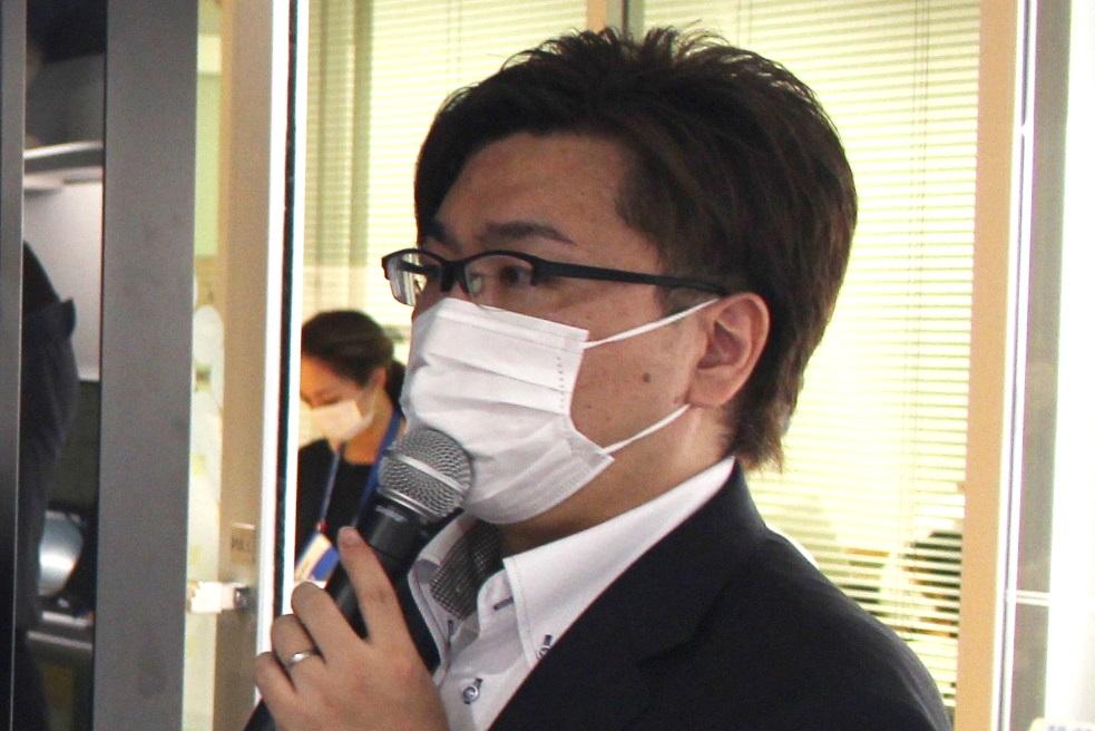 施設の説明を行なったNTT e-Sportsの副社長、影澤潤一氏