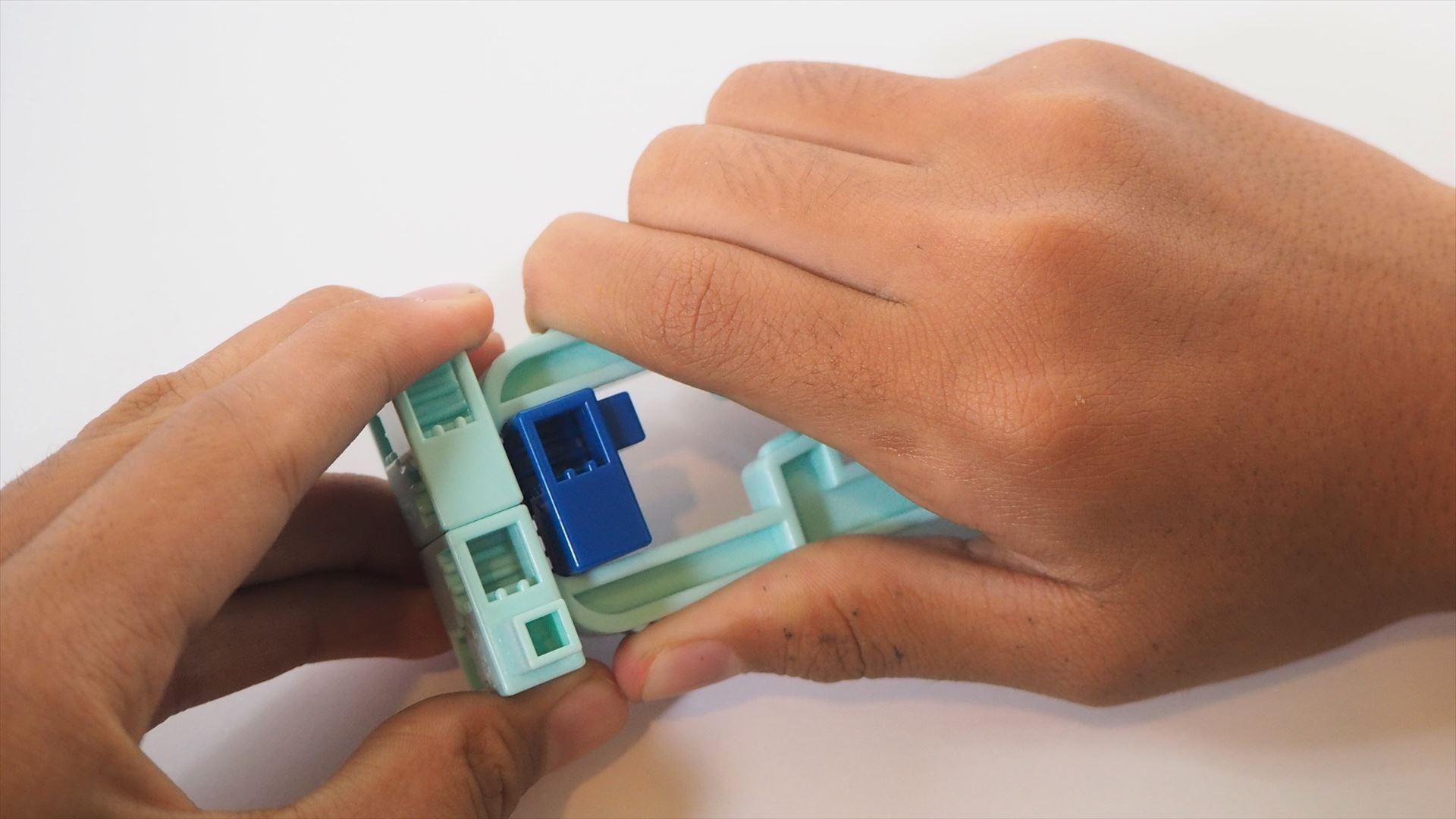 間違えたブロックを外したいときには、付属のブロックリムーバーを使う