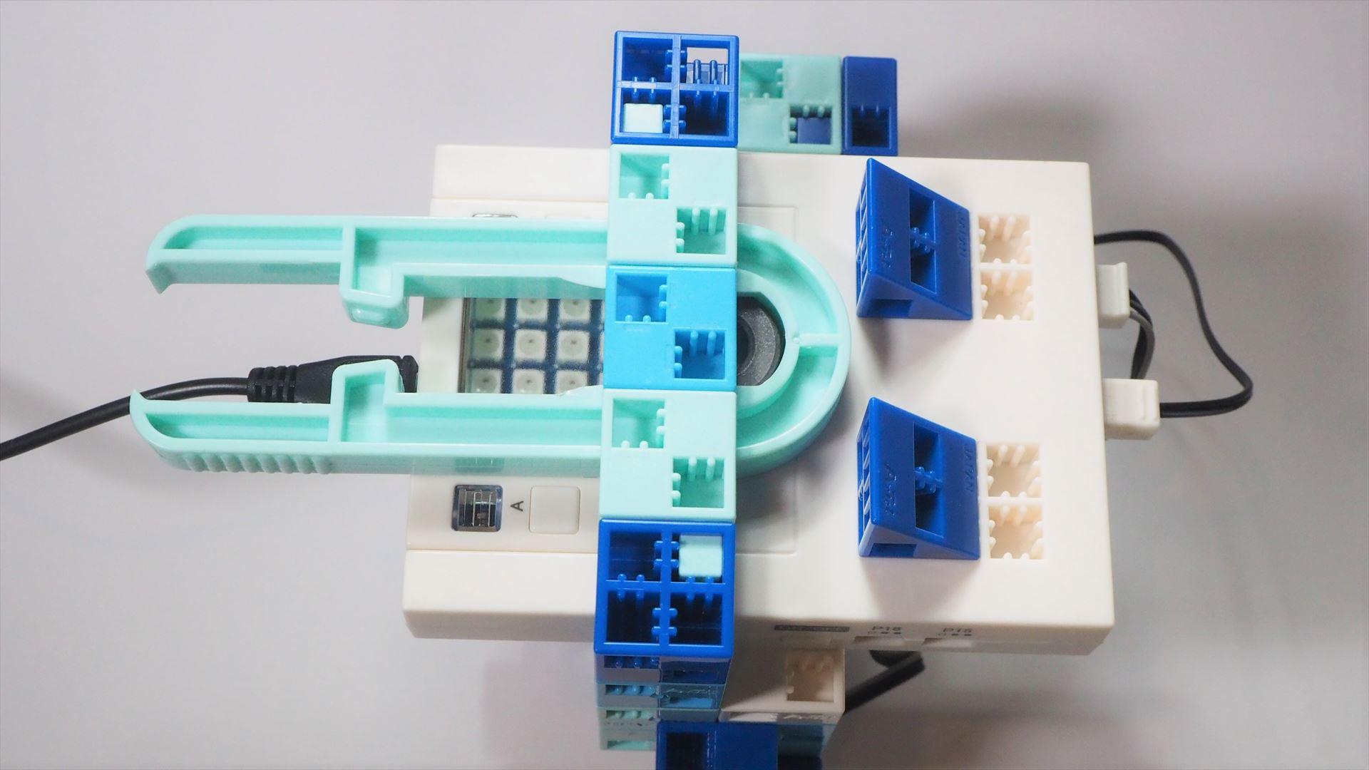 磁石をはめたブロックリムーバーを「アーテックロボ2.0」の上にはめ込むことで、「リーフシールド」が使えるようになる
