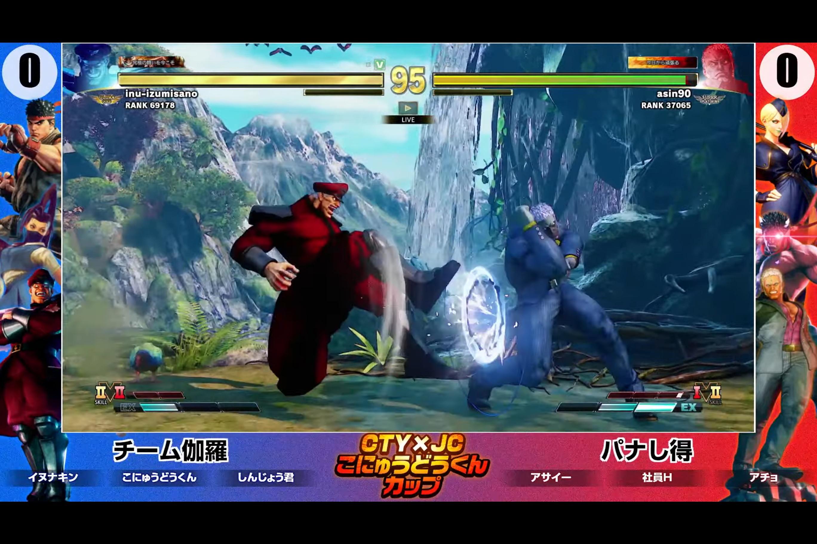 イヌナキン(ベガ)vsアサイー(ユリアン)の試合。ダブルニープレスで攻撃をしかけるイヌナキ