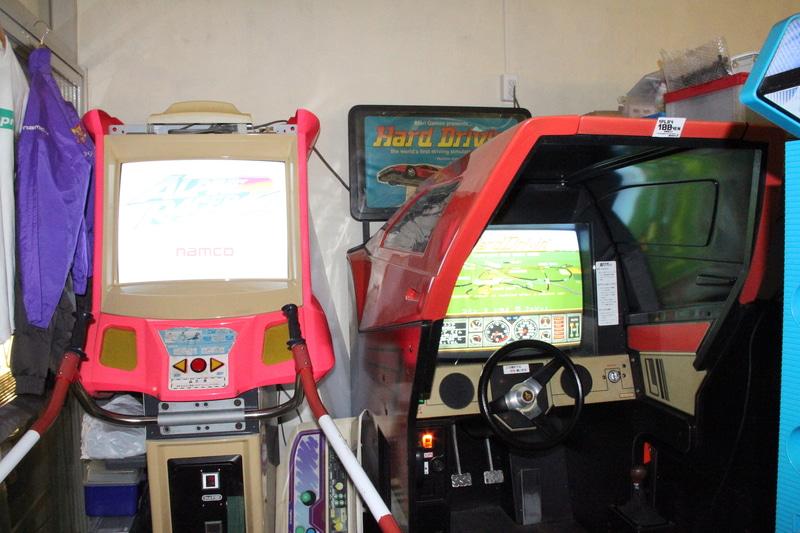 今のところ、「アウトラン」シリーズは「ターボアウトラン(セガ、1989年)」と「アウトランナーズ」が、「アルペンレーサー」シリーズは「アルペンレーサー2」のみが設置されていた。数カ月後には、ここにシリーズ全筐体が並んでいるかもしれない!?