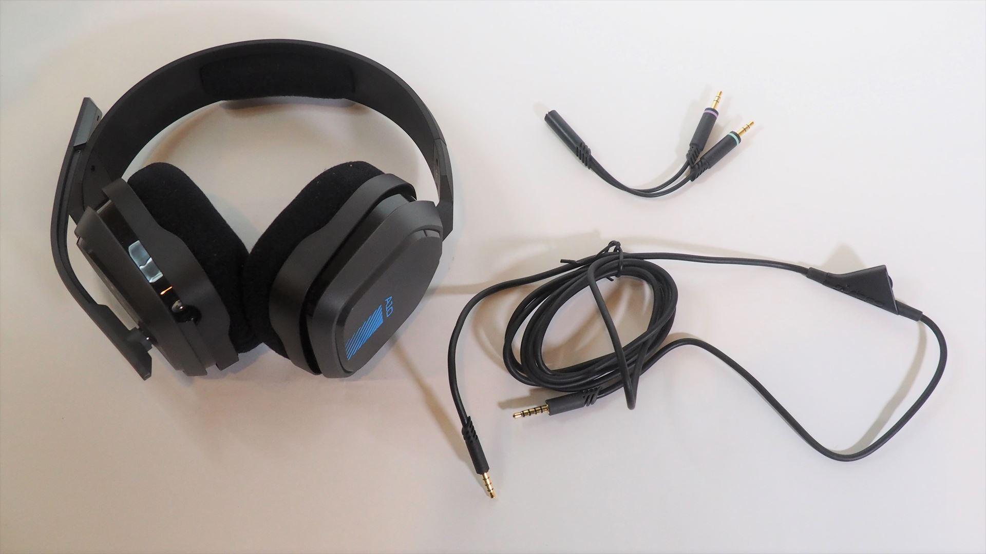 A10のパッケージの中には、A10本体とインライン音量コントロールケーブル、パソコンスプリッタが入っている