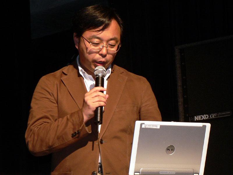開発元である株式会社フロントメディア所属で、「蒼空のフロンティア」チーフプロデューサーを務める雑賀 寛氏