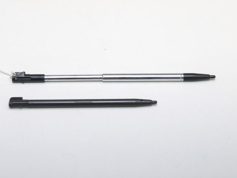 伸縮は2段階。純正タッチペンと比較すると直径など基本的なサイズは同じだが、長さは約3cm長くなる