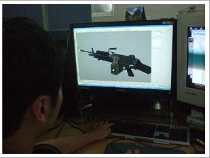 こちらも開発中の新銃器と開発風景。一体どのような性能を持つ銃器なのだろうか