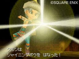 四方八方に飛び散った光り輝く矢が、あらゆる方向から敵全体に襲いかかる