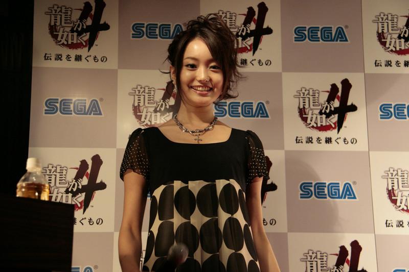 年齢:20歳 出身:名古屋<br> 職業:バレエ界のキュートな刺客