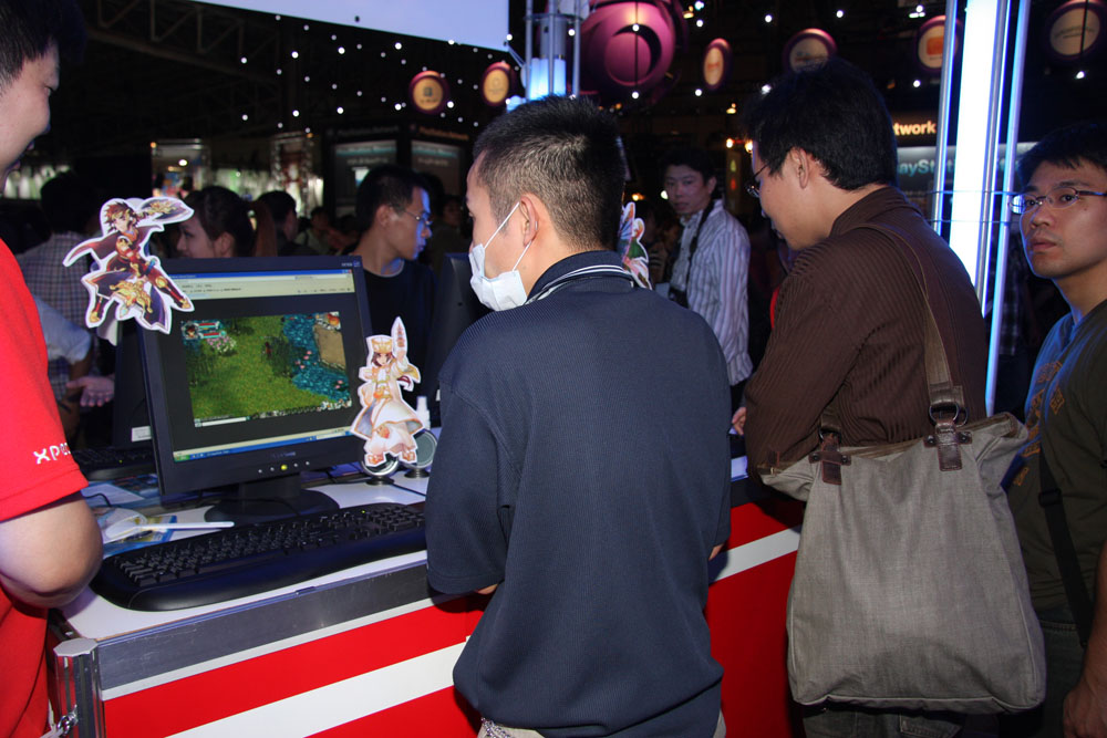 XPECブースでは開発中のタイトルを触ることができた。クライアントは中国語版だが、スタッフがプレイをフォローしてくれる