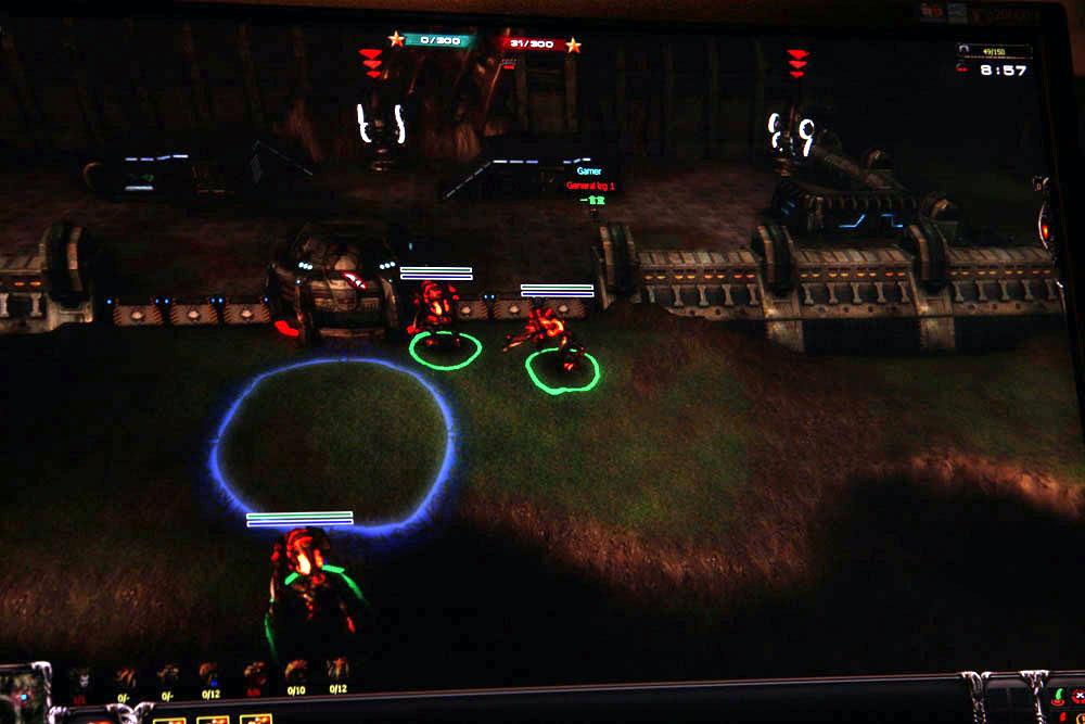 上段がTPS、下段がRTS画面。それぞれのテクニックを研いていくことで激しい戦いが展開しそうである。また、3+1vs3+1といったバックアップがいる状態での戦いというのも面白そうだ