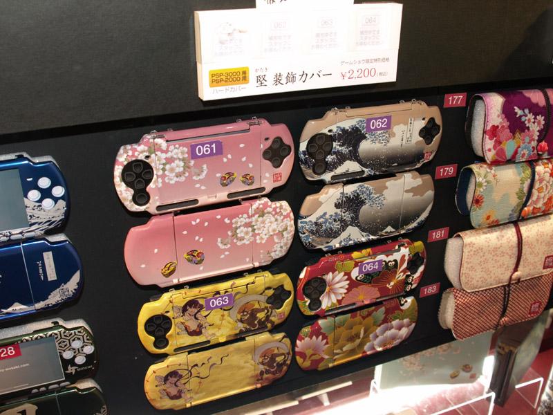 昨年は参考出展だった「和彩美(わさび)」が今や圧倒的なラインナップ、バリエーションを誇る目玉製品に。海外からの来場者の注目を浴びていた。最近ではiPhone 3GS/3G用のケース類が非常に人気があるということだ