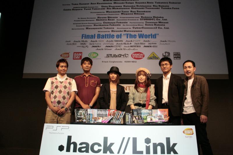 ビジネスデーには内山マネージャー(最左)、三瓶さん(左から3番目)、喜久屋さん(右から3番目)、松山社長(最右)らが登壇