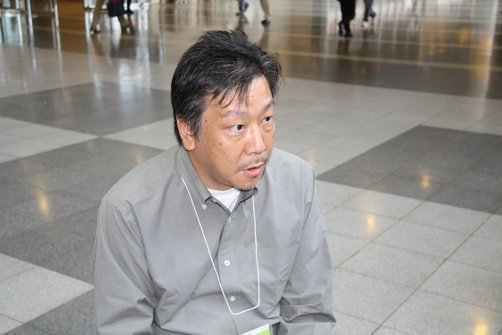 田中氏は今回グラフィックスについてかなり踏み込んだ発言を行なった。Windows 7や64bit版OSに対応し、メニイコアの最適化も視野に入れるという。それだけでなくPS3版とWindows版のグラフィックスは違うことも明言した
