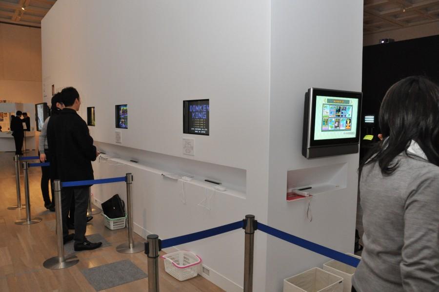 宮本氏の手がけたタイトルリスト、「ドンキーコング」、「スーパーマリオブラザーズ」の開発資料など、文字どおりファン必見の展示。「New スーパーマリオブラザーズ Wii」が1台、バーチャルコンソール版「ドンキーコング」、「ゼルダの伝説」、「ゼルダの伝説 時のオカリナ」、「スーパーマリオワールド」、「マリオカート64」、「スーパーマリオブラザーズ」、「F-ZERO」がプレイできる試遊台3台をそれぞれ設置